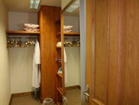 walk-in-dressingroom-wardrobe8d28