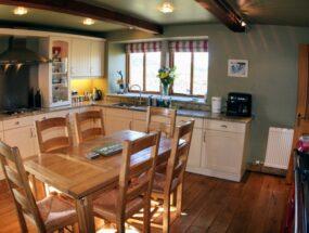 cottage-kitchen-01